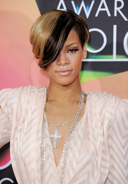 rihanna-new-hairstyle
