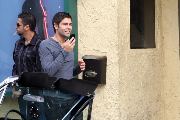 Adrian-Grenier-short-haircut-Entourage