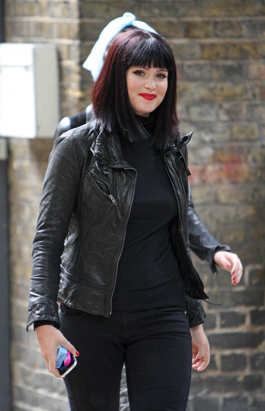 Gemma-arterton-black-bob-wig-bangs