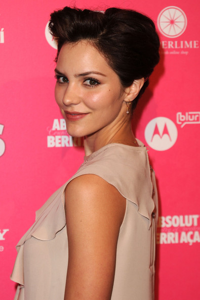 Katharine-McPhee-brunette-updo-Us-Weekly-Hot-Hollywood-Style-issue-Event.jpg