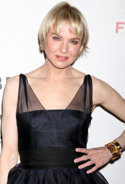 Renee-Zellweger-short-blonde-hairstyle-with-bangs