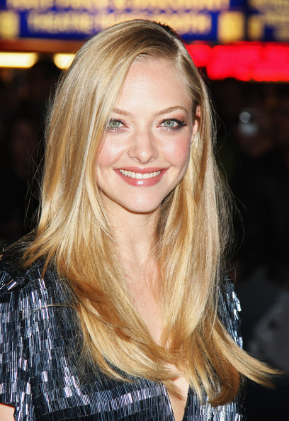 Amanda-Seyfried-Chloe-premiere-long-blonde-hairstyle