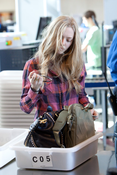 Amanda-Seyfried-LAX-undone-hair