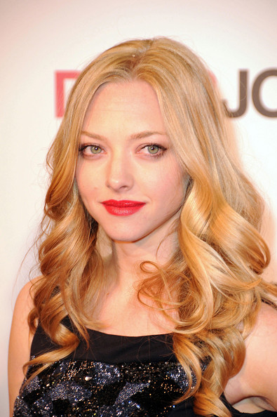 Amanda-Seyfried-loose-curls-hairstyle