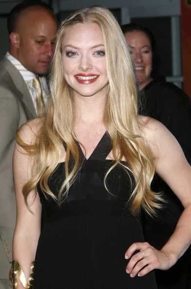 Amanda-Seyfried-side-pinned-hairstyle