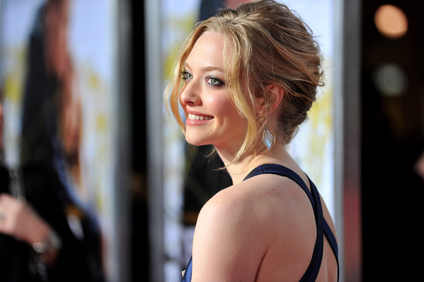 Amanda-Seyfried-textured-up-hairstyle