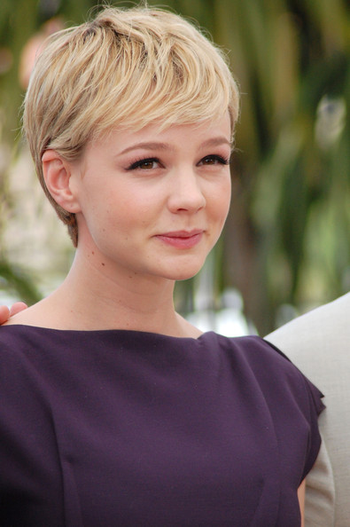 Carey-Mulligan-short-blonde-pixie-hairstyle-Cannes-film-festival-wall-street