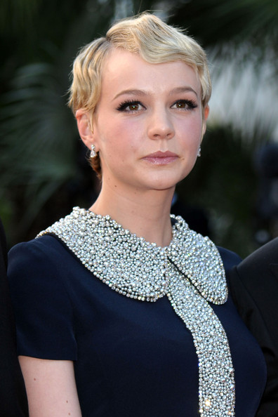 Carey-Mulligan-short-blonde-wavy-hairstyle-Cannes