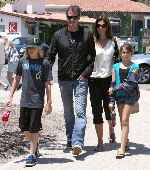 Cindy-Crawford-Family-Malibu-Country-Mart-2
