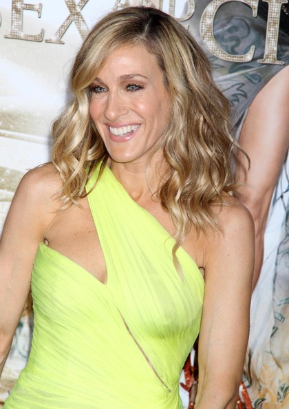 Sarah-Jessica-Parker-medium-length-waves-Sex-and-the-City-2-premiere-1