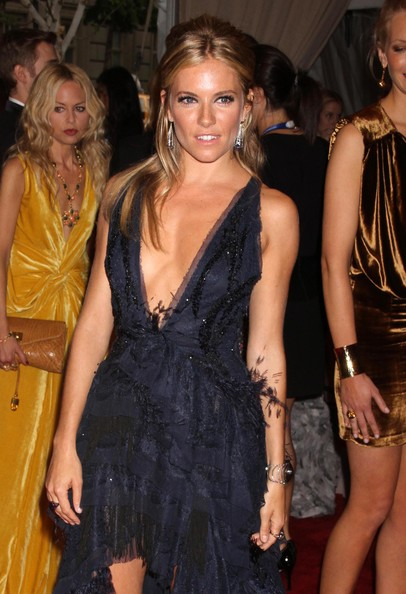 Sienna-Miller-half-up-half-down-hairstyle-MET-gala-1
