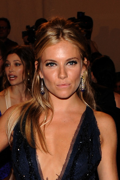 Sienna-Miller-half-up-half-down-hairstyle-MET-gala