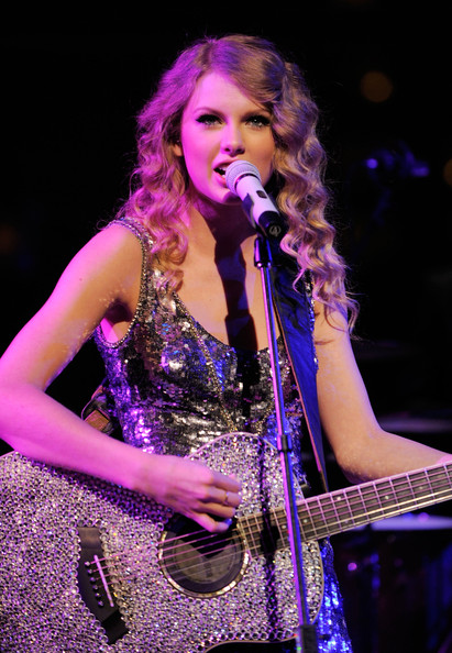 Taylor-Swift-performing-Time-100-Most-Influential-People-World-Gala