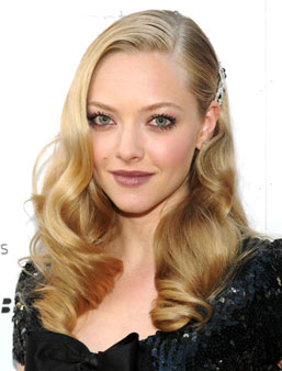 amanda-seyfried-sparkly-hair-clip