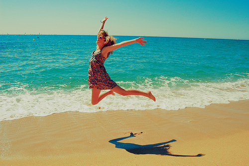 girl-beach-jumping