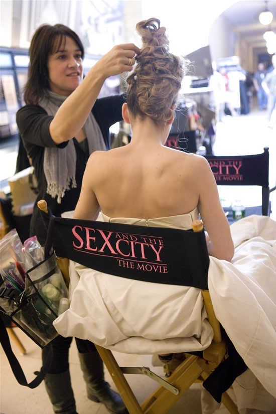 sarah-jessica-parker-behind-the-scenes-hair-stylist