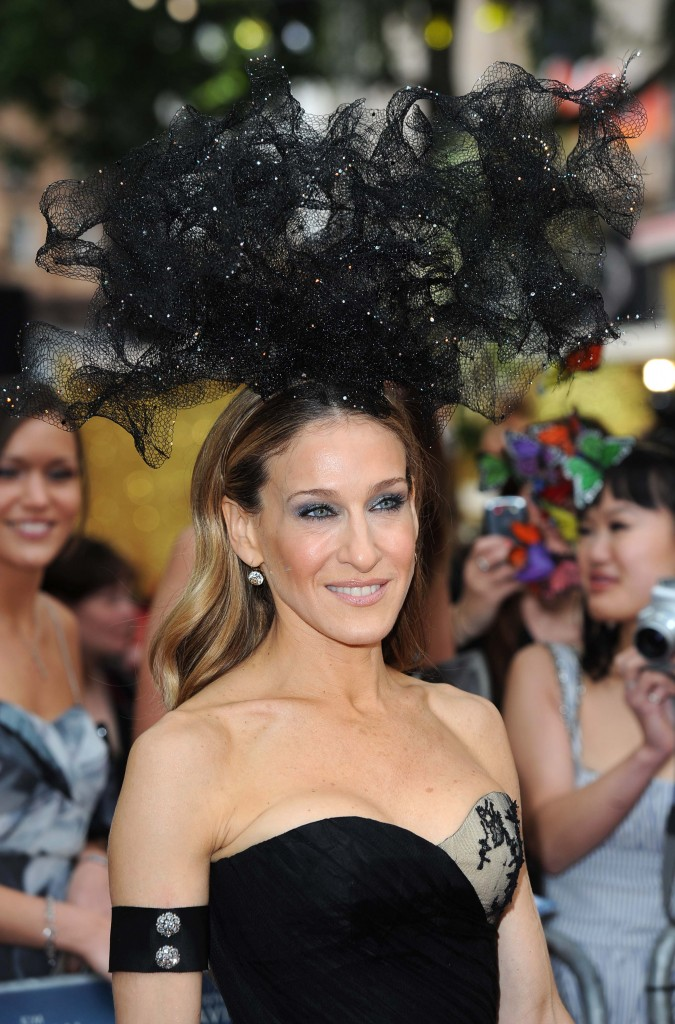 sarah-jessica-parker-hat-hairstyle-satc-2-premiere-in-uk