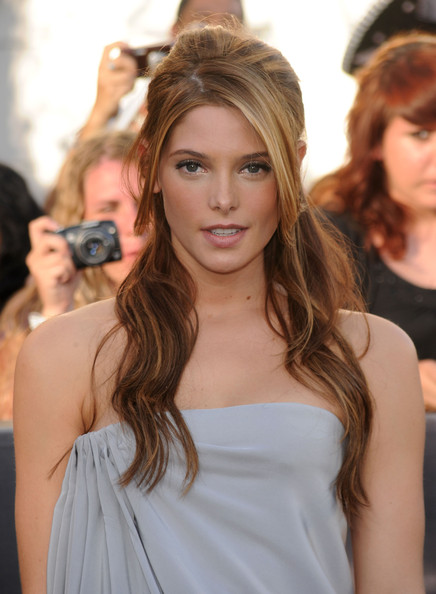 Ashley-Greene-half-updo-premiere-The-Twilight-Saga-Eclipse