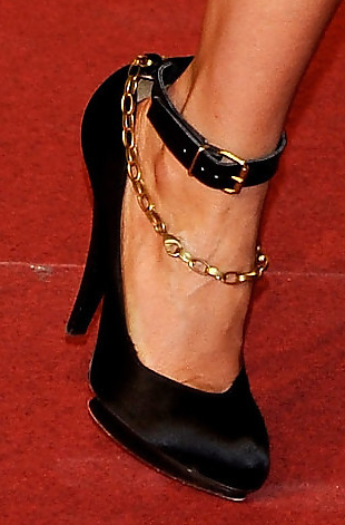 Cameron-Diaz-Lanvin-chain-strap-satin-pumps
