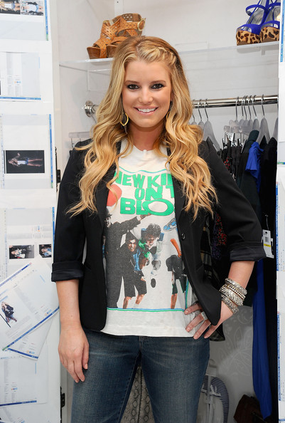Jessica-Simpson-wearing-Jessica-Simpson-Jeanswear-new-kids-on-the-block-sweatshirt-1