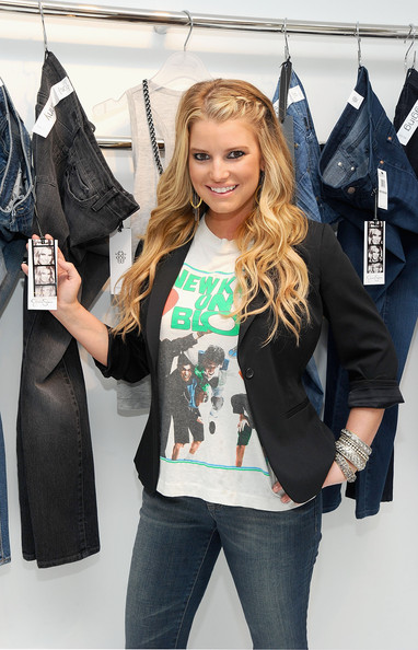 Jessica-Simpson-wearing-Jessica-Simpson-Jeanswear-new-kids-on-the-block-sweatshirt