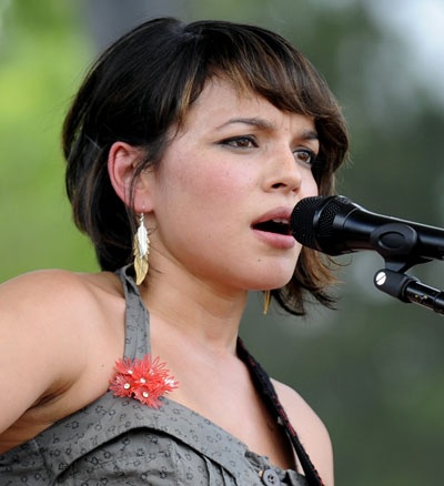 Norah-Jones-short-haircut