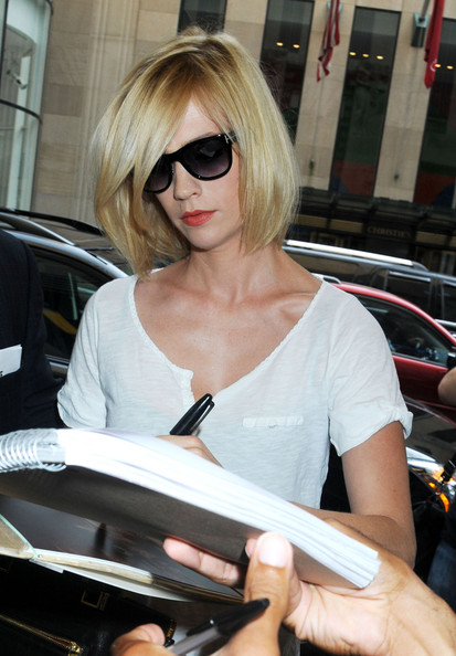 January-jones-short-blonde-bob