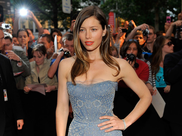 Jessica-Biel-long-layers-highlights-hairstyle-A-team-1