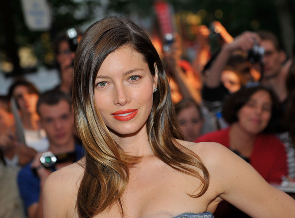 Jessica-Biel-long-layers-highlights-hairstyle-A-team