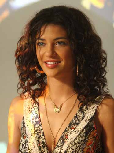 Jessica-Szohr-naturally-curly-Hair