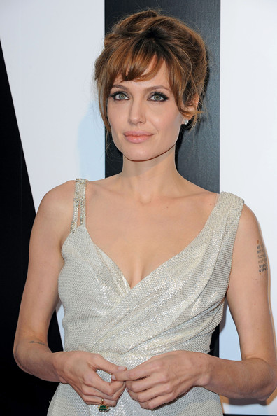 Angelina-Jolie-Salt-paris-Premiere-Bangs-1