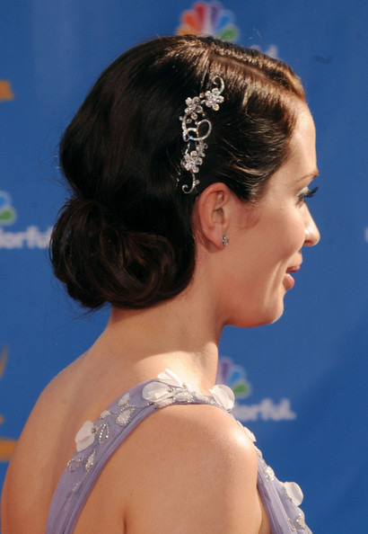 Emily-Blunt-emmy-awards-updo