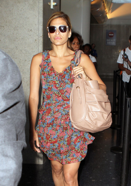 Eva-Mendes-Arriving-LAX