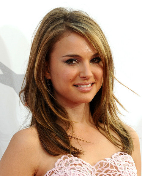Natalie-Portman-straight-highlighted-hair