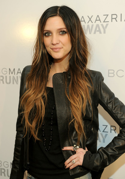 Ashlee-Simpson-long-wavy-hair-highlights-BCBG-Max-Azria