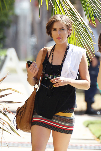 Jessica-Stroup-short-Hairstyle-1