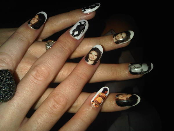 Katy-Perry-Russell Brand-picture-nails