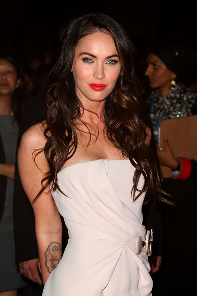 Megan-Fox-Passion-Play-Premiere-wavy-hairstyle