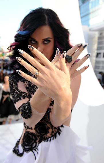 katy-perry-mtv-music-awards-russell-colored-hair