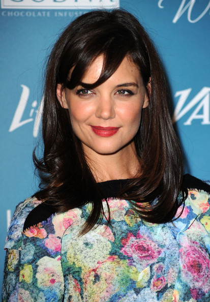 Katie-Holmes-long-layered-hairstyle-with-bangs-1