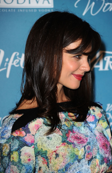 Katie-Holmes-long-layered-hairstyle-with-bangs