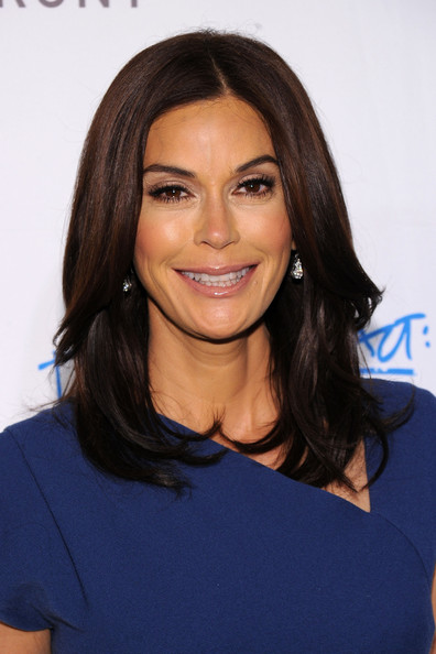 teri-hatcher-long-layered-hairstyle